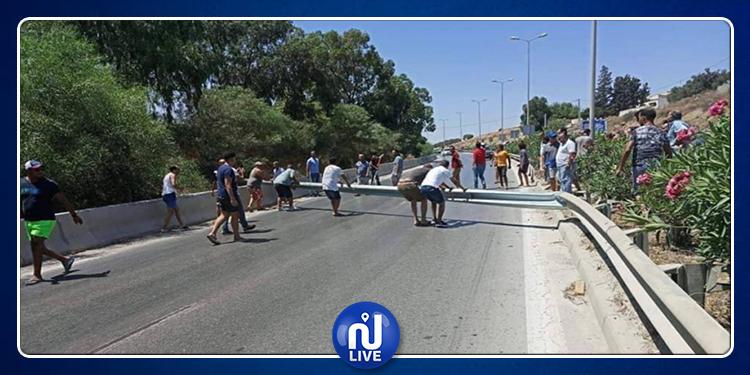 Coupure d'eau : La route reliant Nefza à Tabarka Bloquée par des protestataires