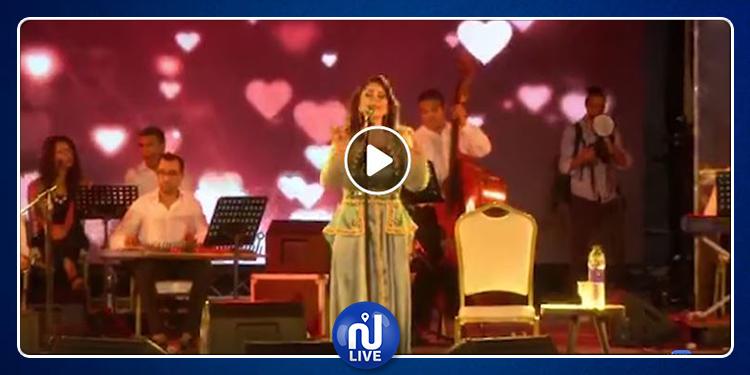 Mayada El Hennawi fait une chute en plein concert à Sidi Mansour (vidéo)