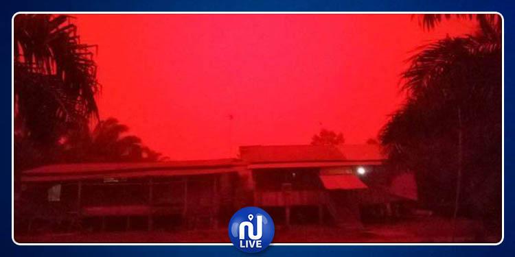 Indonésie: le ciel devient rouge