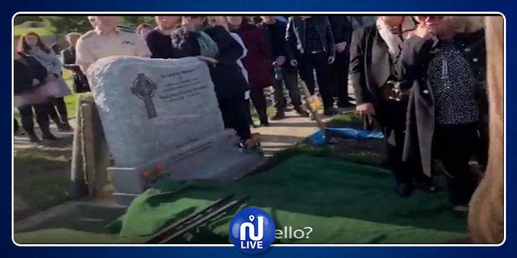 En Irlande, un homme assiste à ses propres funérailles (Vidéo)