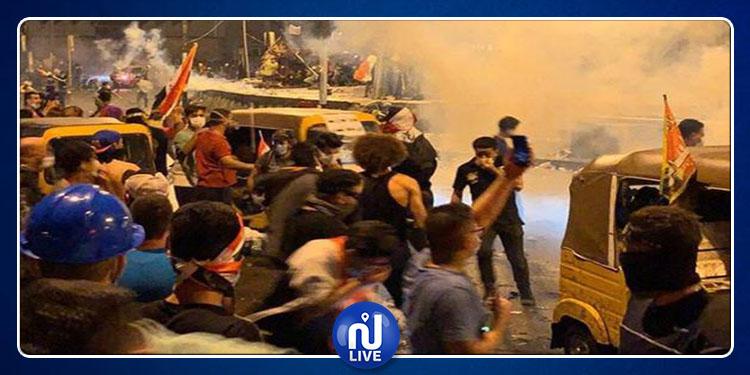 Contestation en Irak : les manifestants défient le couvre-feu, un mort et 44 blessés