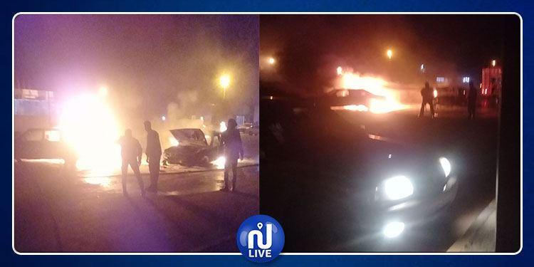 Véhicules incendiés au passage frontalier de Ras Jedir
