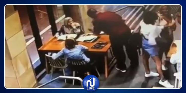 Sydney : une musulmane enceinte, brutalement, attaquée dans 1 café