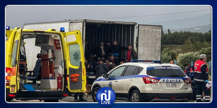 Grèce : 41 migrants découverts dans un camion frigorifique