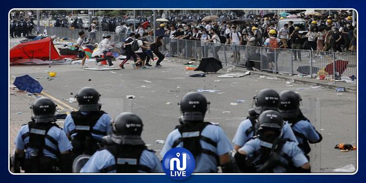 Hong Kong : Un manifestant gravement blessé par des tirs de la police