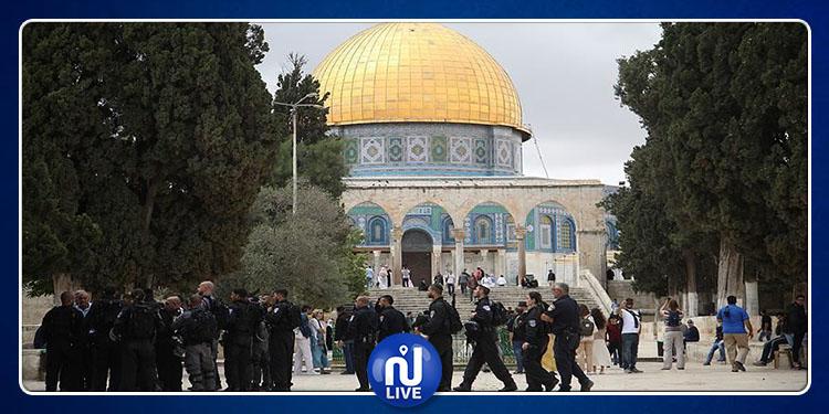 Les forces de l'occupation envahissent la mosquée al-Aqsa