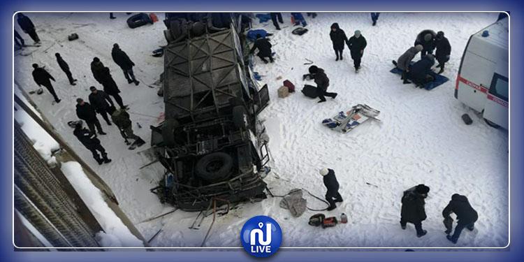 Sibérie : Un bus chute d'un pont, plusieurs morts (photos)