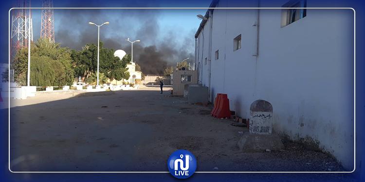 Un grand incendie au passage frontalier de Ras Jedir