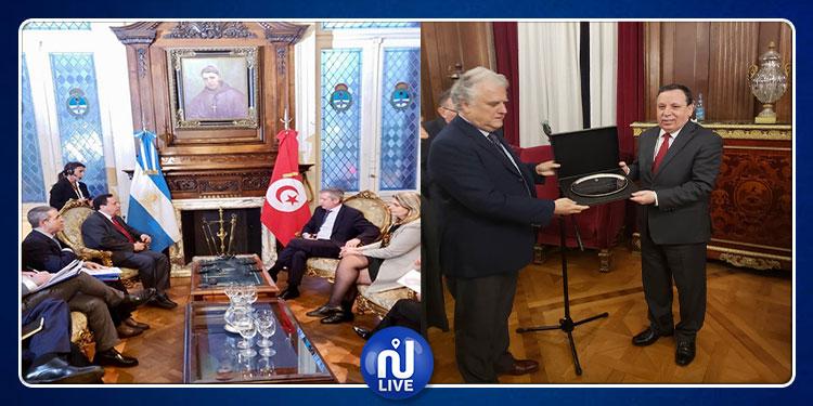 وزير الشؤون الخارجية يجري محادثة مع رئيس مجلس النواب الارجنتيني