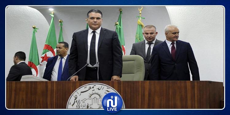 الجزائر: الحزب الحاكم يعلّق جميع نشاطاته..لهذا السبب
