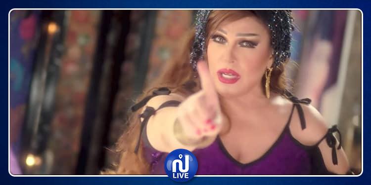 بعد وقوعها ضحية في برنامجه.. فيفي عبده تنهال على رامز بالضرب - فيديو