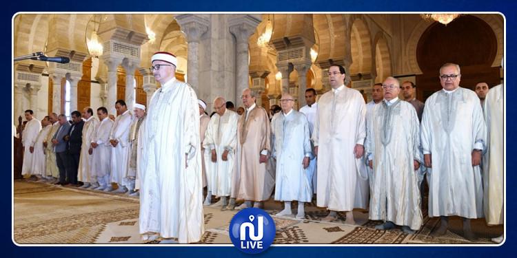 رئيس الجمهورية يؤدي صلاة عيد الفطر ويهنئ التونسيين (صور)