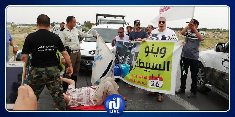 غليان في القيروان وتنسيقية 'وينو السبيطار' تغلق الطريق الوطنية (صور+فيديو)