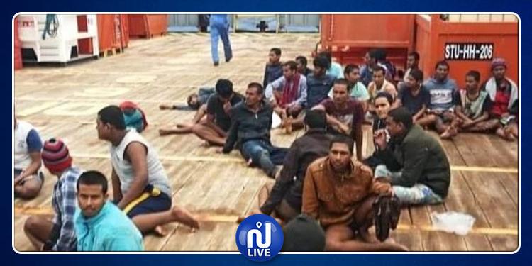 مدنين: المهاجرون العالقون بميناء جرجيس يحتجزون فريقا من الهلال الأحمر
