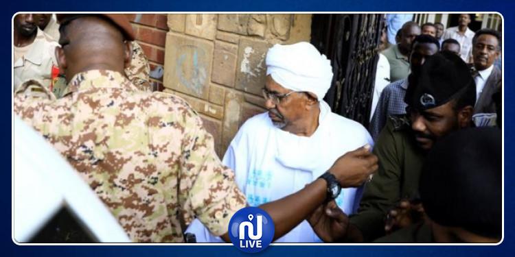 عمر البشير يخرج من السجن لتشييع جثمان والدته