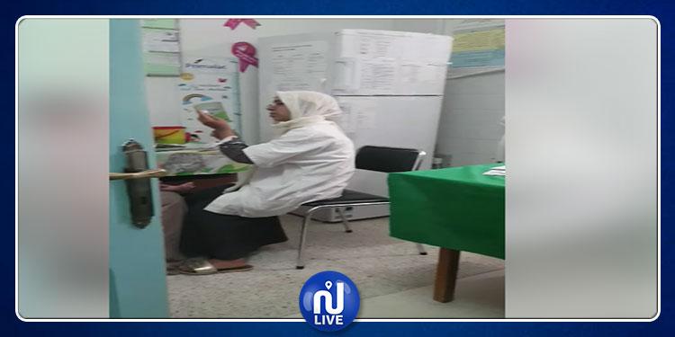العقبة: ممرضة تصرخ في وجه أم وابنتها بطريقة مُهينة ولا انسانية (فيديو)