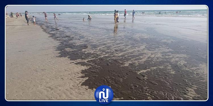 خطير في قابس: الفوسفوجيبس القاتل يجتاح شاطئ الكازما (صور)