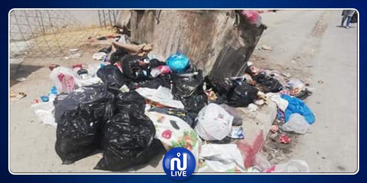 سليانة: غلق الطريق احتجاجا على عدم رفع الفضلات من قبل البلدية