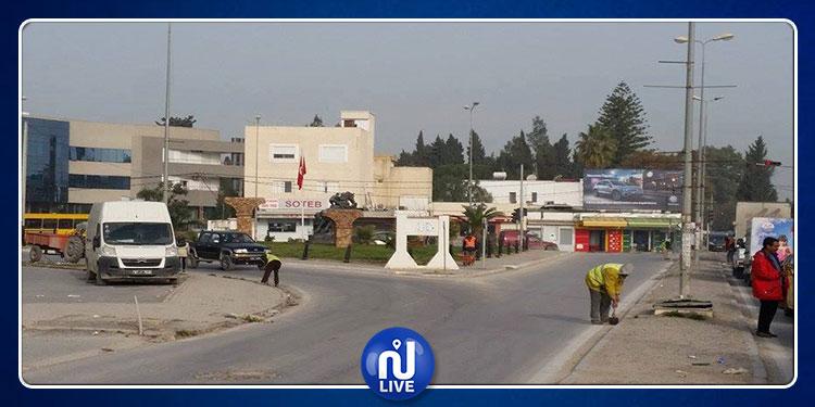 سكرة: أهالي حي الفاتح يغلقون الطريق ويحتجون