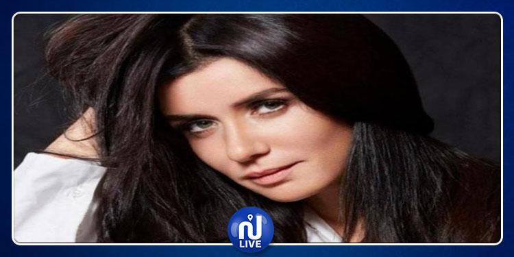 على خطى رانيا يوسف.. غادة عادل تثير الجدل بفستان مثير على السجادة الحمراء (صور)