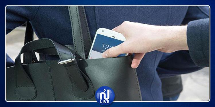العاصمة: يفتكان هاتف امرأة وصياحها يساعد في القبض عليهما