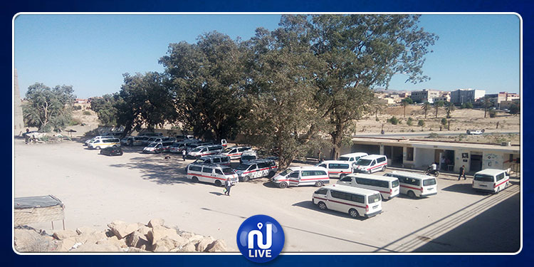 قفصة: عدد من أصحاب سيارات 'اللواج'يحتجون أمام  إقليم الحرس ومنطقة الأمن الوطنيين