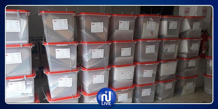 رئاسية 2019:  توزيع المواد الانتخابية على مراكز الاقتراع بقبلي
