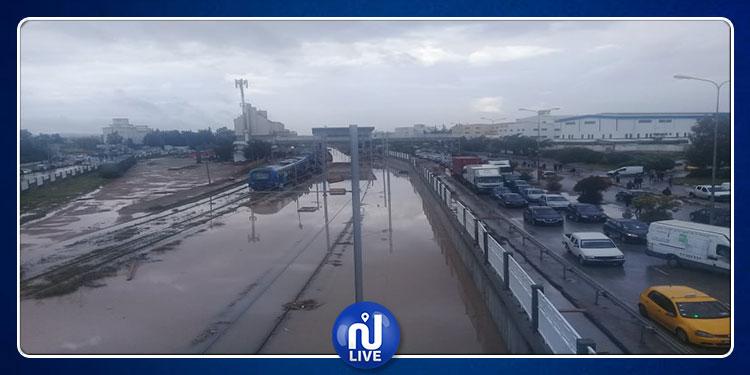 طرقات مقطوعة وتعطل حركة المرور..خالد الحيوني يكشف التفاصيل (فيديو)