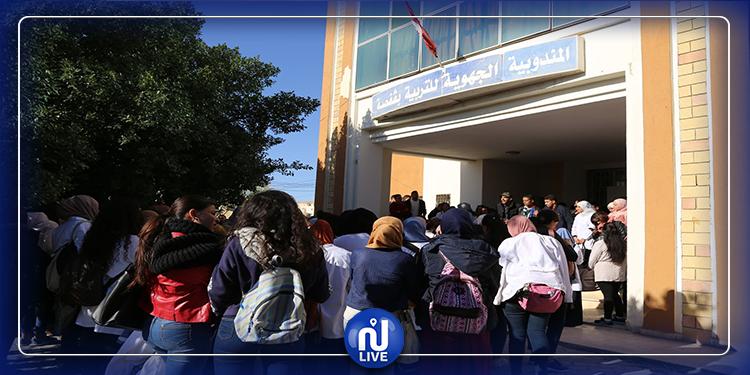قفصة : طلبة علوم التربية يحتجون أمام المندوبية الجهوية
