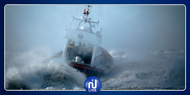 دعوة  البحارة إلى عدم المجازفة والإبحار