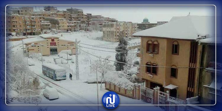 التقلبات الجوية بالجزائر تودي بحياة شخصين وتقطع الطرقات في 4 ولايات