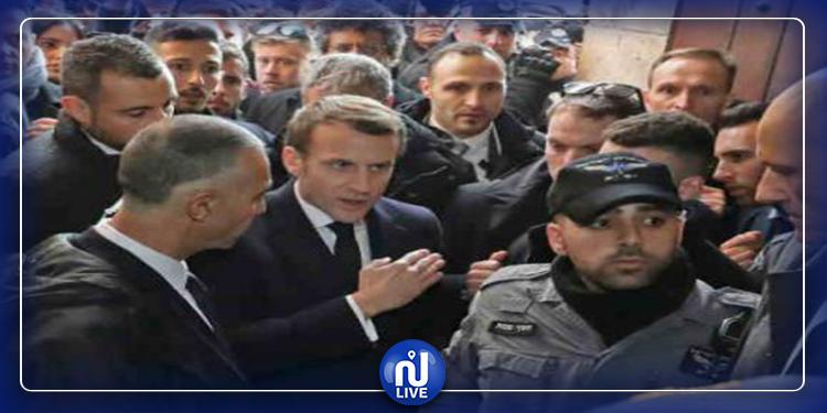 ماكرون يطرد شرطيا صهيونيا من كنيسة في القدس بعد توبيخه (فيديو)