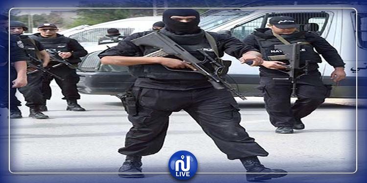 المنيهلة:الأمن يمنع مواطنين من اقتحامالمعتمدية لأجل الإعانات