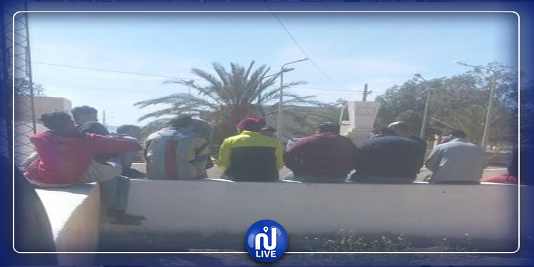 قفصة: معطلون يغلقون مقر بلدية بلخير ويعتصمون أمامه