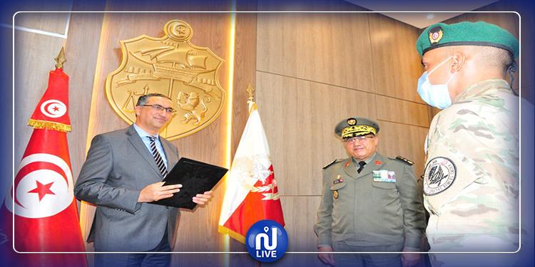 تكريم العسكريين المشاركين في القضاء على إرهابيين اثنين بجبل السلوم