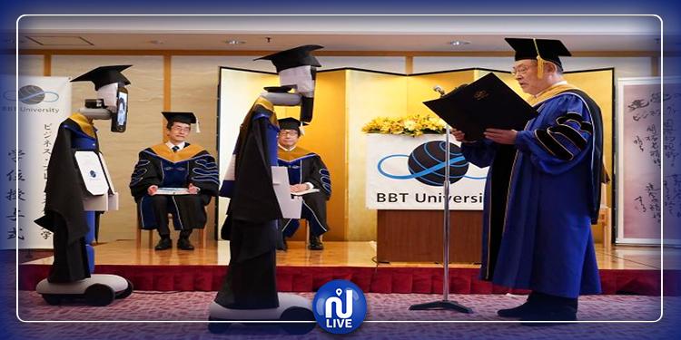 اليابان: روبوتات تتسلم شهادات التخرج عوض الطلاب (صور)