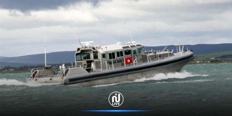 قرقنة: جيش البحر ينقذ 14 تونسيا بسواحل الجزيرة