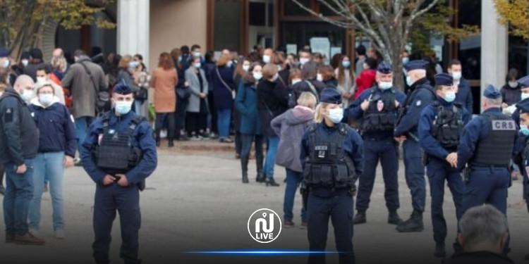 فرنسا: اعتقال 3 ناشطات ألصقن رسوماً كاريكاتورية للنبي محمد