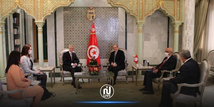وزير الخارجية يتسلم نسخة من أوراق اعتماد سفير بريطانيا الجديد بتونس