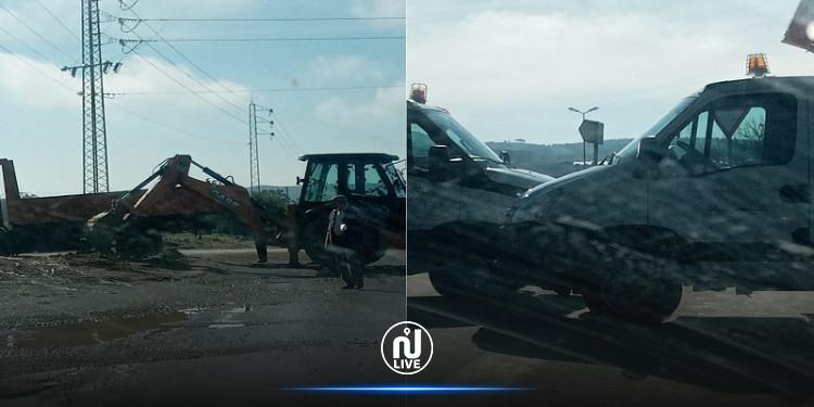 اضراب باجة:  رئيس بلدية مجاز الباب يستعمل تجهيزات ثقيلة لغلق مداخل المدينة
