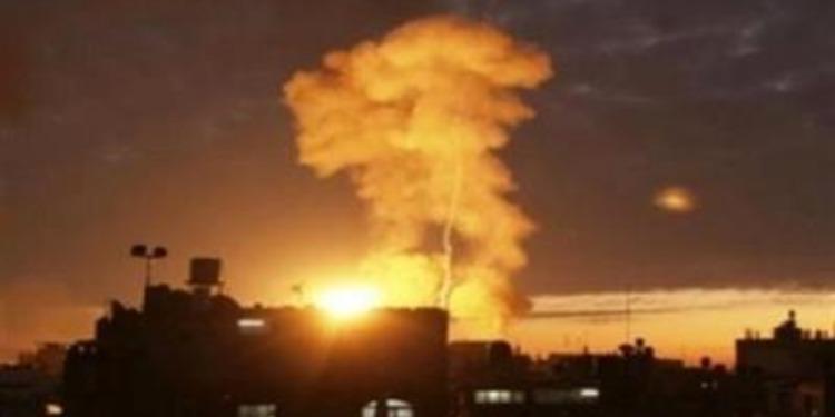 Une base aérienne à Damas visée par un raid aérien (Vidéo)