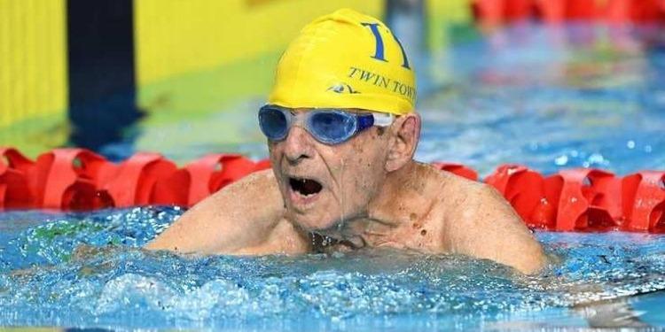 A 99 ans…Et toute sa force pour battre un record de natation (Photos)