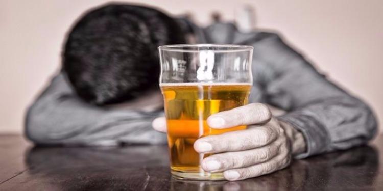 ما الذي يسبب الإكتئاب والإدمان؟