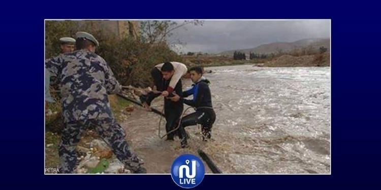 وفاة 3 سياح ''اسرائيليين'' في فيضانات الأردن