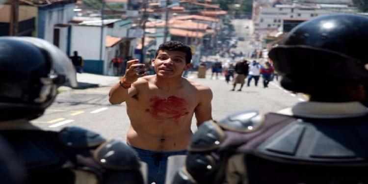 فنزويلا: إرتفاع حصيلة قتلى الاحتجاجات المناهضة للرئيس مادورو إلى 24 شخصا