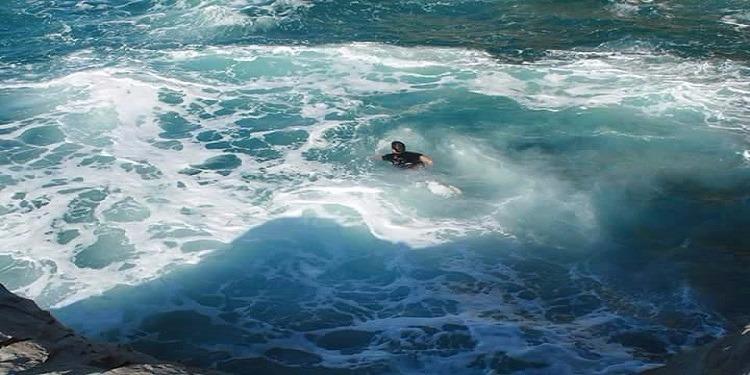 رسميا:والي بنزرت يمنع السباحة ببعض شواطئ كاب زبيب.. والأهالي يحتجون