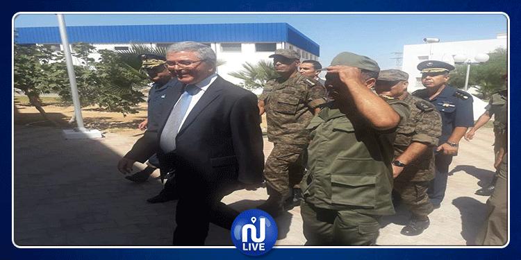 وزير الدفاع يتفقد سير العمل بقاعات العمليات للجبوش الثلاث