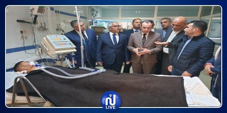 وزير الداخلية يطمئن على الحالة الصحية لجرحى حادث قابس