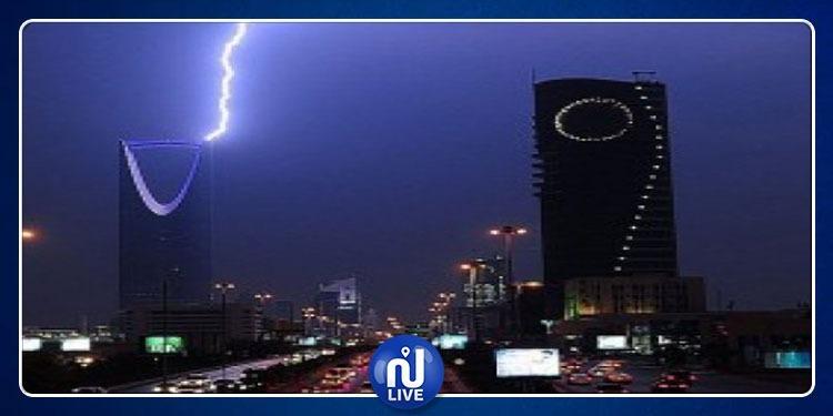 تحذير من عواصف رعدية قوية ستضرب السعودية