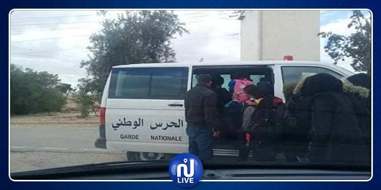 رمادة: نقل التلاميذ على متن سيارات الأمن بعد إضراب أعوان النقل(صور)